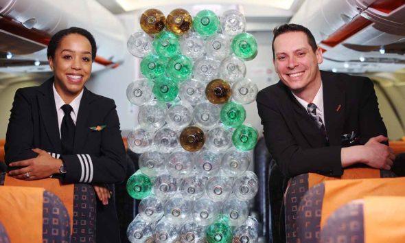 Uniformes hechos con botellas de plástico recicladas para los tripulantes de cabina y pilotos de easyJet